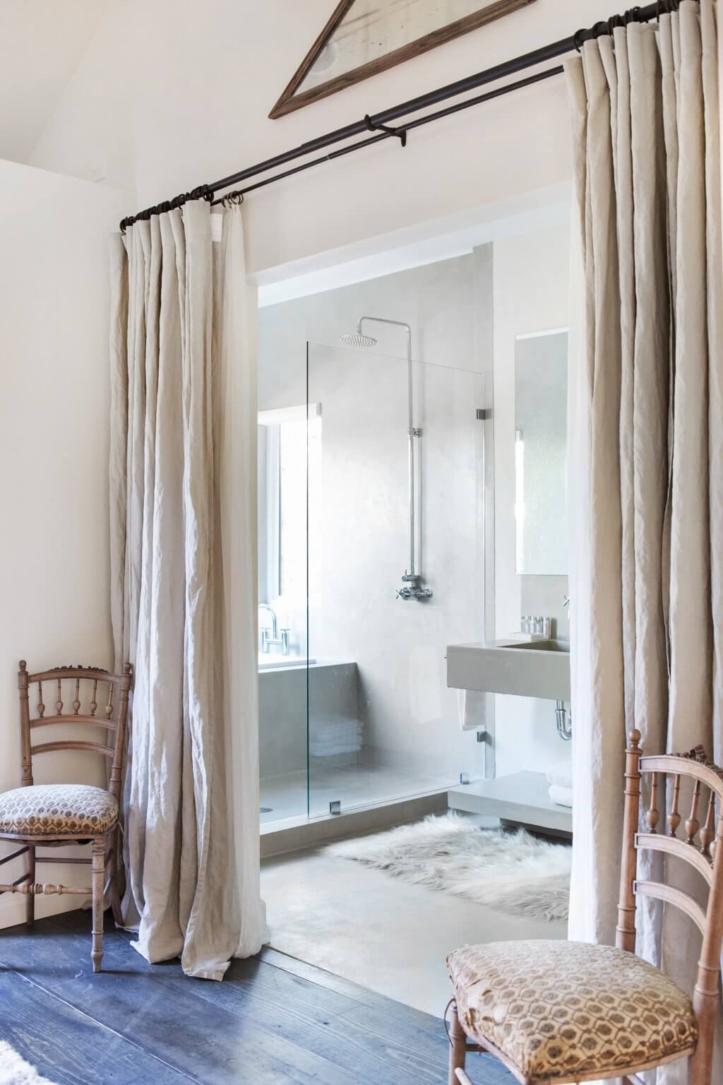 Bathroom-room-divider-with-curtains.jpg